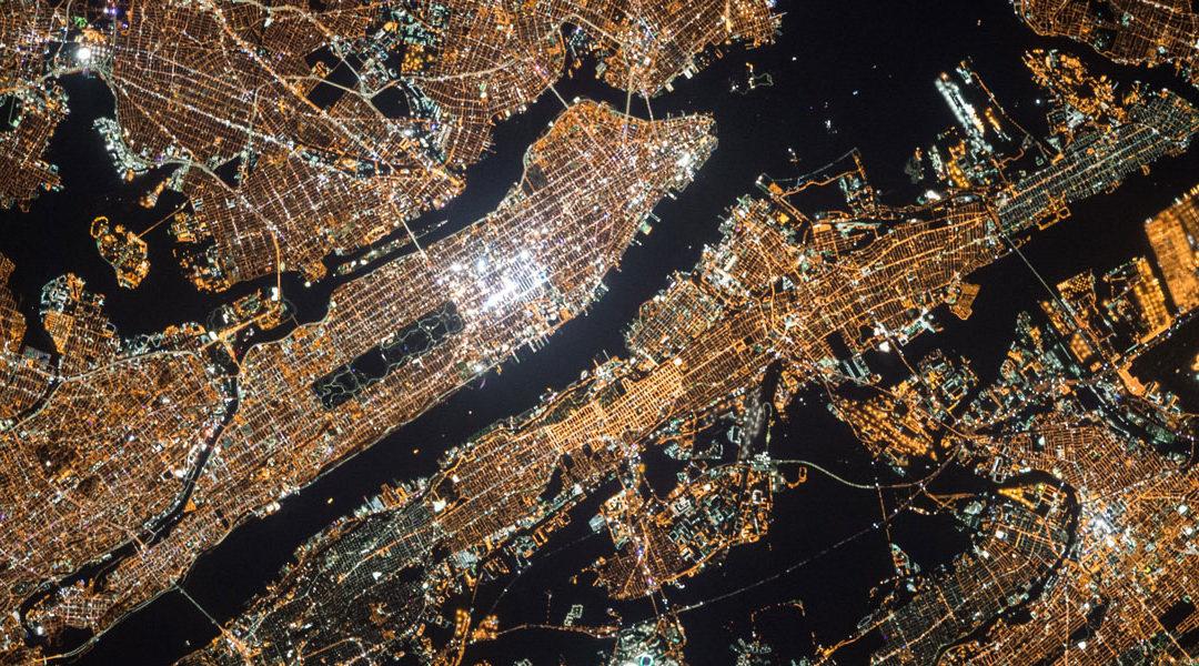 Jak ZNACZĄCO ograniczyć koszty zaenergię dzięki oświetleniu przemysłowemu LED?
